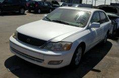 Toyota Avalon 2001 model white for sale