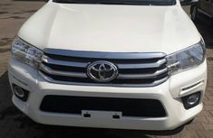 Clean Hilux Pickup 2010 White for sale