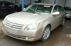 Clean Toyota Avalon 2010 for sale