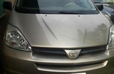 Tokunbo Toyota Sienna 2005 for sale