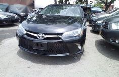 Toyota Camry SE 2015 Gray for sale