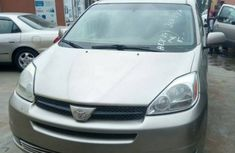 Toyota Sienna 2004 model gold for sale