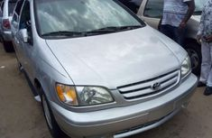 Foreign used Toyota Sienna 2000 silver for sale