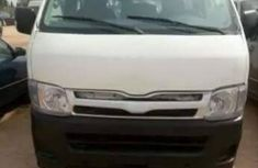 Clean tokumbo Toyota Hiace bus 2006 white for sale