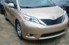 DIRECT TOKUNBO TOYOTA SIENNA 2010 for sale