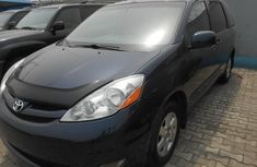 Toks 2006 Toyota Sienna LE Blue For Sale.