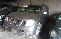 Very Clean Nissan Pathfinder 2005 Gray for sale