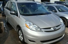 DIRECT TOKUNBO TOYOTA SIENNA 2002 GREY FOR SALE