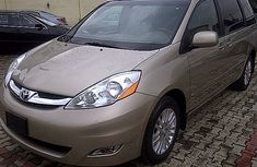 Toyota Sienna 2010model for sale