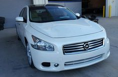 CLEAN 2005 NISSAN SENTRA WHITE FOR SALE.
