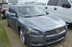 CLEAN 2005 NISSAN ALTIMA BLUE FOR SALE.