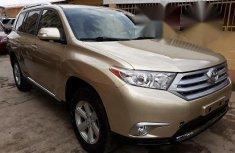 Toyota Highlander 2013 Gold FOR SALE