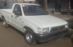 Toyota Hilux 2001 White FOR SALE