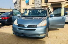 TOYOTA SIENNA 2004 BLUE IN GOOD CONDITION FOR SALE