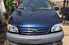 Tokunbo Toyota Sienna 2002 blue for sale