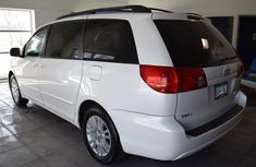 Very neat boy and drive 2005 Toyota Sienna FOR SALE