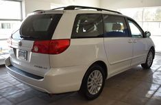 Very neat boy and drive Toyota Sienna 2006 FOR SALE