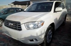 Almost brand new Toyota Highlander Petrol 2010