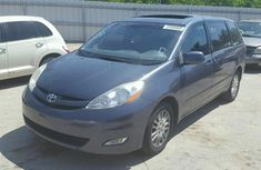 Clean 2010 Toyota Sienna XLE FOR SALE