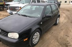 Volkswagen Golf 2000 for sellING very clean with good engine