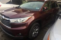 Sharp 2015 Toyota Highlander white for sale very clean