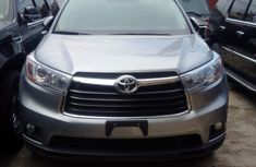 Neat 2015 Toyota Highlander white for sale