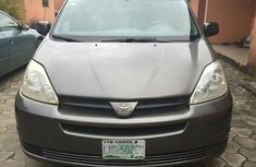 Clean Toyota Sienna silver colour 2004 model FOR SALE