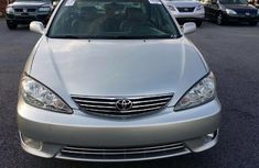 Clean Toyota Camry 2003 model silver colour FOR SALE
