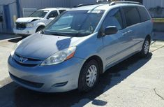 Clean Toyota Sienna 2013 for sale.