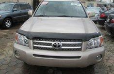 clean 2005 Toyota HIGHLANDER  for sale
