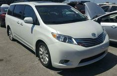 Clean and sound direct tokunbo 2016 Toyota Sienna for sales