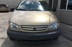 Clean Toyota Sienna 2004 for sale
