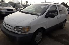Tokunbo Toyota Sienna 1999 White for sale