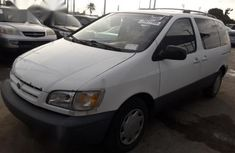 Toyota Sienna 1999 model for sale
