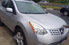 Clean Nissan Rogue 2010 Silver for sale