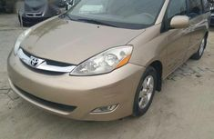 Toyota Sienna XLE 2007 Gold for sale