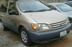 Clean Toyota Sienna 2000 Gold for sale