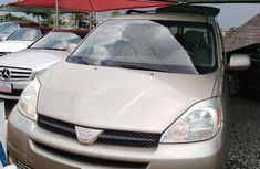 Used Toyota Sienna XLE 2004 Gold