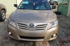 Clean Toyota Camry 2010 for sale