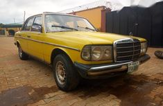 Mercedes-Benz 200 1989 Yelow for sale