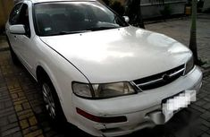 Nissan Maxima 1998 White for sale