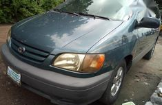 Extremely Clean Toyota Sienna 2002 Green