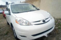 Tokunbo Toyota Sienna 2007 White for sale