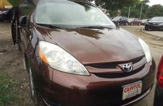 Clean Toyota Sienna 2006 for sale