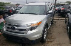 Clean Ford Explorer 2013 Silver for sale