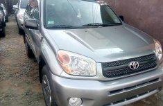 Clean Toyota RAV4 2004 Gray for sale