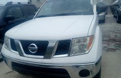 Nissan Frontier 2005 White for sale