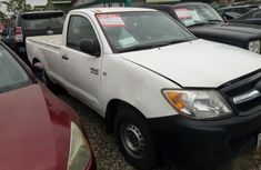 Toyota Hilux 2005 White for sale