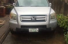 Clean Honda Pilot and 2007 Silver for sale