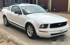 Tokunbo Ford Mustang 2006 White for sale